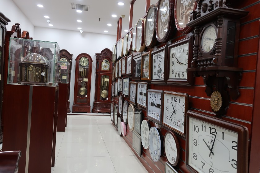 盛时表行天津亨得利滨江道钟表店